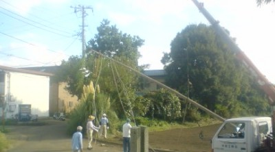 On the day before the festival, local men set up the sacred poles which stand near the shrines entrance