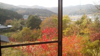 The autumn scenery as viewed from the soba restaurant MAI-IE which is located just near the mouth of the Asahi Tunnel on its Yasato (Ishioka) side)