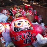 Last year`s DARUMA DOLLS returned to the Iina Shrine for proper disposal