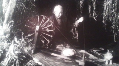 Old photo of a woman spinning thread in the Tsukuba area