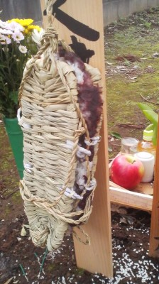 A custom which out of all Japan seems to exist only in certain old neighborhoods in Tsukuba- hanging sticky rice and bean paste sandwiched between two straw sandals over the grave of a person whose funeral had been held 35 days earlier