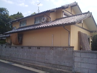 A house in Hojo, Tsukuba with both Yoshizu (right) and Sudare (left)