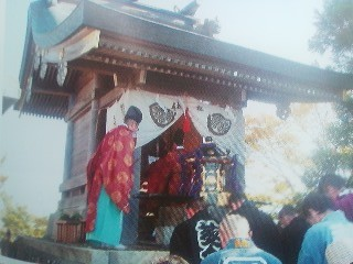 Ceremony at the shrine on the Nantai Zan Peak