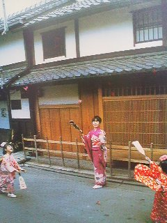 An old picture of girls playing HANE TSUKI with their HAGOITA
