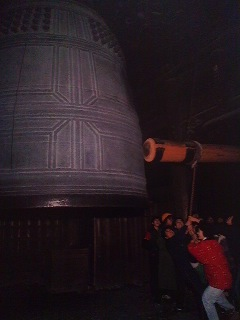 Jo-ya no Kane (New Year`s Eve Bells)- millions braved the cold across Japan last night to listen to and perhaps blast out a ring on some large temple bells- which end up being tolled 108 times - the number of human desires which they help to peel away. It has long been constomary to spend the end of the year listening o these bells