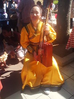 A student from Mongolia with a MOIN KHOOR hore-headed fiddle