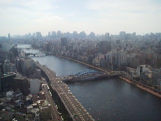 The view from the restaurant ALASKA, located on the 21st floor of the golden building next to the Asahi Headquarters.