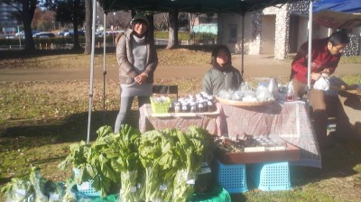Hasegawa-san and her son Wataru selling their blueberry and rhubarb jams along with plenty of fresh TAKANA leaves.