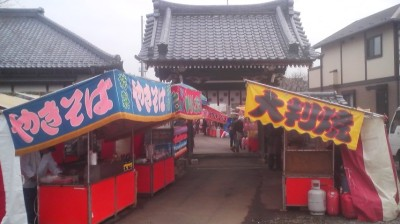 The festivl vendors set up at the entrance to the Hokuto-Ji Temple in Kurihara, Tsukuba on the day of the festival