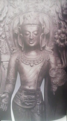 It is interesting to compare the rustic wooden MICHINOKU statues with the works at a special exhibition in the next building -showing Buddhist works from India which are rendered in stone.