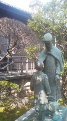 A bronze statue portraying General Nogi with one of the students of the Gakushuin School, which he was principal of after retiring from the army