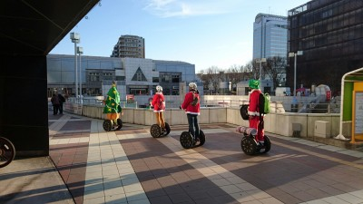 In this season if you want to take a Sugue-riding lesson at Tsukuba Center, you`ll be asked to dress as Santa while the instructor is in a Christmas tree suit! You`ll also notice how just about all cashiers, shop-staff , waiters and waitresses don Santa caps - right through to Dec. 26 when they`ll disappear till next year.
