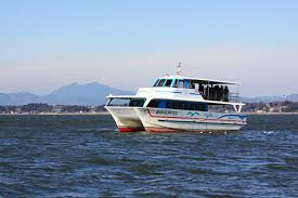 You can enjoy a short cruise out on the lake and also get on a kayak, row-boat, or other water-craft - all for 1,000 yen at the Lacus Marina Ha-ba-Biraki Festival on January 10th (2016)