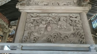 The carvings depicting Taoist tales of the immortals