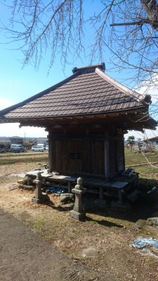 At the foot of Mt. Tsukuba, near the road that leads up to Benten-san (the Iina Shrine) is this old Yakushi Hall (rebuilt in 1760) which was first established in the Usui, Tsukuba in the year 782