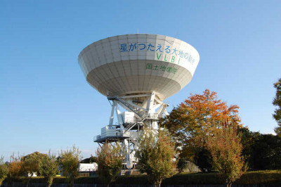 This giant parabola antenna which is located on the grounds of the Geographical Survey of Japan (near Tsukuba University) is a Tsukuba landmark - and no, it is not being used to try to contact alien life in space. Rather it is for measuring, by use of satelittes, minute movements of the Earth`s landmasses.
