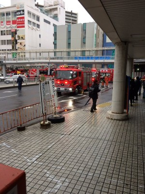 Fire-trucks outside the Tsuchiura Station building at about 3:30 PM on November 11, 2016. After an argument a man set himself and the estranged mother of his child on fire while they were at SAIZERIYA family-restaurant.