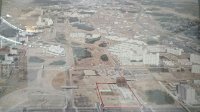 An aerial photo of what is now the Tsukuba Center area taken in 1981. The red bounday show where the Tsukuba Center Building (Nova  Hall, the Okura Hotel...) now stands. Seibu was built in the bottom left-hand corner. After the woods had been cleared in this area, pretty much all you can see in this pic are official housing and Tsukuba University