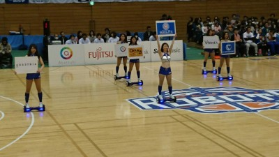 Cheer-leders on Segue-skateboards give the game a Tsukuba Science City touch!