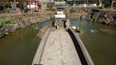 A little shrine dedicated to Benzaiten (Bentensan) sits in the middle of the shrines pond.