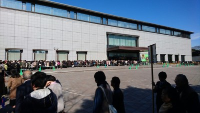 There was a 40 minute wait to get into the Heisei Kan Hall on the day I went there - luckily I had a bag full of good books with me!