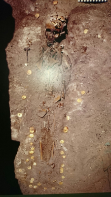 A 1st century CE grave in Thaj. A beuatiful gold  funerary mask was found here (my picture didn`t come out very well - but you can see it at the official exhibition website